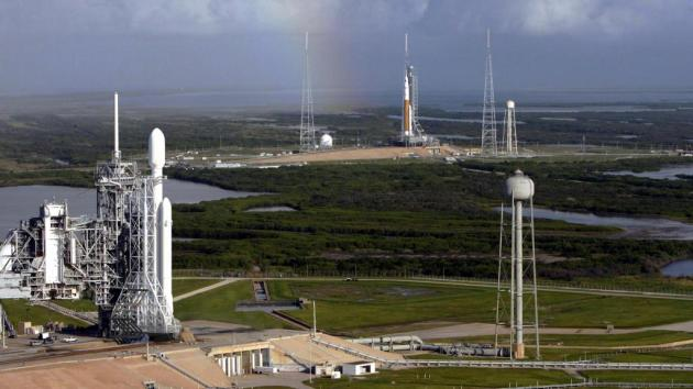 The Falcon Heavy and SLS preparing for launch